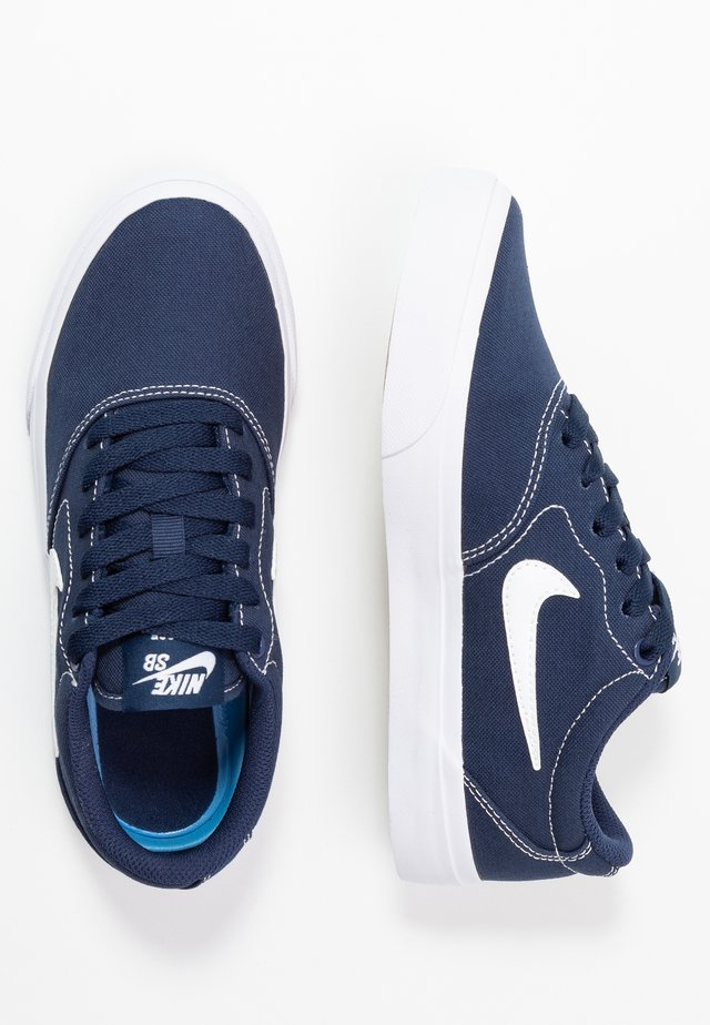 CHARGE - Matalavartiset tennarit - midnight navy/white