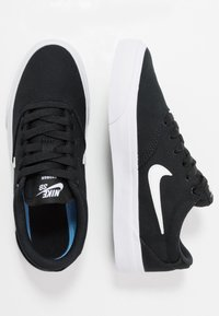 Nike SB - CHARGE - Sneakers laag - black/white - 1