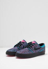 Nike SB - STEFAN JANOSKI PRM - Sneakers laag - watermelon/black - 3
