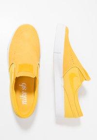Nike SB - ZOOM STEFAN JANOSKI - Slip-ons - yellow ochre/white - 1