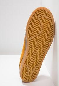 Nike SB - ZOOM JANOSKI PRM - Zapatillas - bronze/light brown/particle beige/baroque brown/medium brown - 4