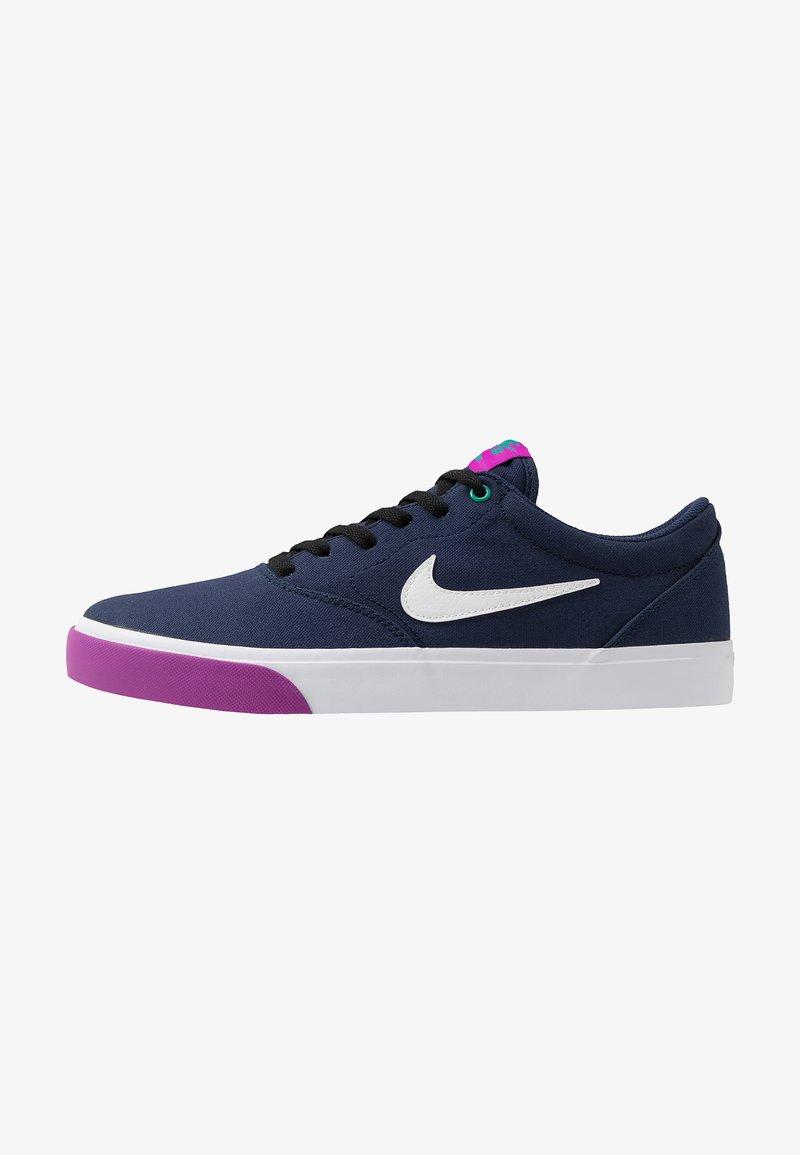 Nike SB - CHARGE - Sneakers laag - midnight navy/white/vivid purple/neptune green