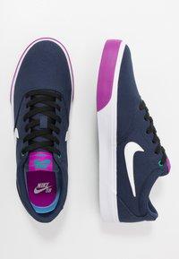 Nike SB - CHARGE - Sneakers laag - midnight navy/white/vivid purple/neptune green - 1