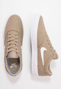 Nike SB - CHARGE - Sneakers laag - khaki/white/obsidian mist - 1