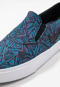 Nike SB - CHARGE PRM - Instappers - laser blue/black/white - 5