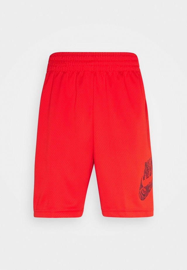 SUNDAY UNISEX - Shorts - chile red/dark beetroot