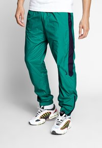 Nike SB - SHIELD - Verryttelyhousut - neptune green - 0
