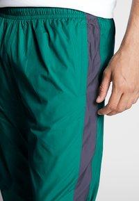 Nike SB - SHIELD - Verryttelyhousut - neptune green - 5