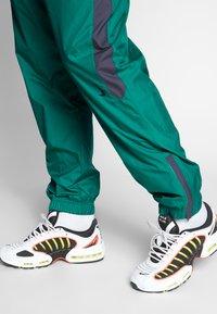Nike SB - SHIELD - Verryttelyhousut - neptune green - 3