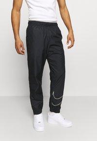 Nike SB - TRACK PANT - Verryttelyhousut - black/fossil - 0