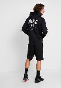 Nike SB - DRY SUNDAY - Shorts - black/summit white - 2