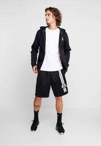 Nike SB - DRY SUNDAY - Shorts - black/summit white - 1