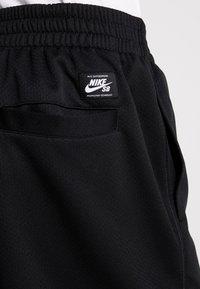 Nike SB - DRY SUNDAY - Shorts - black/summit white - 5