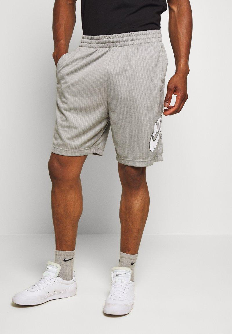 Nike SB - SUNDAYSHORT UNISEX - Shorts - grey heather