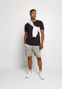 Nike SB - SUNDAYSHORT UNISEX - Shorts - grey heather - 1