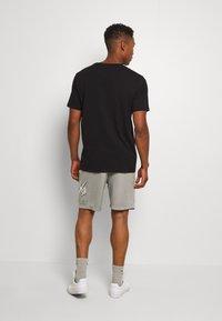 Nike SB - SUNDAYSHORT UNISEX - Shorts - grey heather - 2