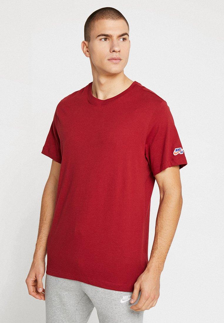 Nike SB - TEE ESSENTIAL - Camiseta básica - team crimson