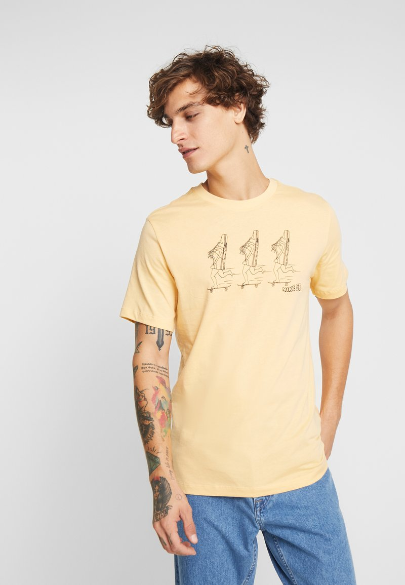 Nike SB - TEE DUNKS - T-Shirt print - celestial gold