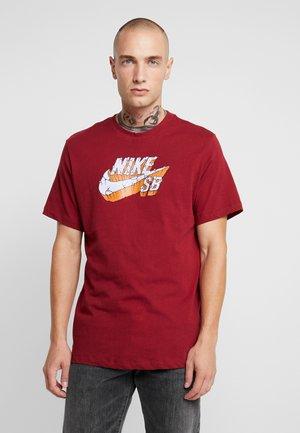 LOGO CONCRETE - Camiseta estampada - team red