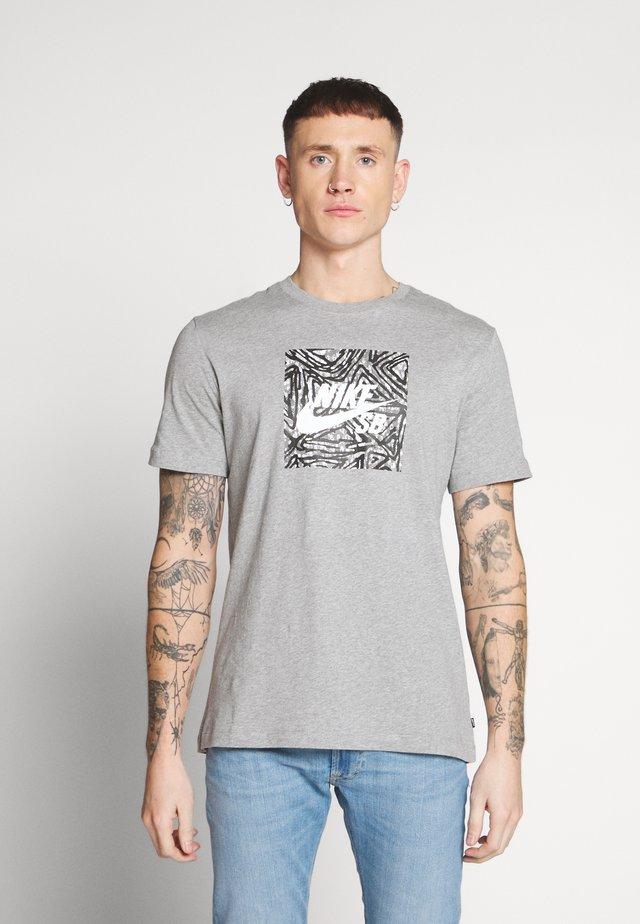 TEE TRIANGLE - T-shirt con stampa - dark grey heather