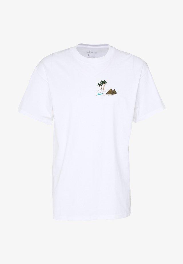 M NK SB TEE SPHYNX - T-shirt print - white