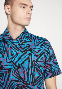 Nike SB - Overhemd - laser blue/watermelon/black - 4