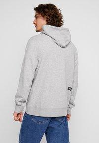 Nike SB - HOODIE WASHED ICON - Jersey con capucha - dark grey heather/summit white - 2