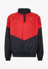 Nike SB - SHIELD SEASONAL - Kurtka sportowa - university red/black - 4