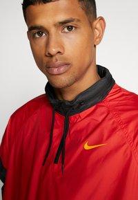 Nike SB - SHIELD SEASONAL - Kurtka sportowa - university red/black - 3