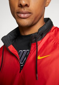 Nike SB - SHIELD SEASONAL - Kurtka sportowa - university red/black - 5