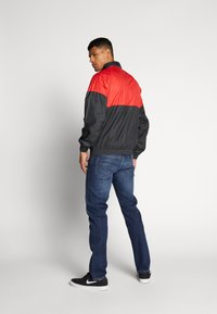 Nike SB - SHIELD SEASONAL - Kurtka sportowa - university red/black - 2