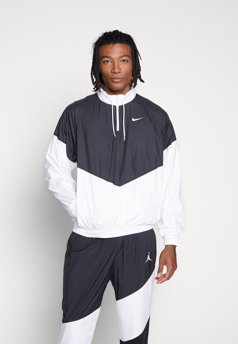 Nike SB - SHIELD SEASONAL - Veste de survêtement - black/white
