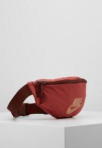 Nike Sportswear - HERITAGE - Bältesväska - red - 3