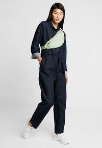 Nike Sportswear - HERITAGE - Bum bag - barely volt - 1