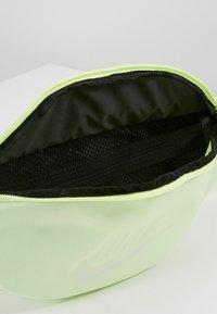 Nike Sportswear - HERITAGE - Bum bag - barely volt - 4