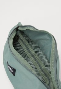 Nike SB - Bum bag - spiral sage/white