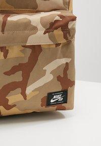Nike SB - ICON CAMO - Ryggsäck - desert - 7