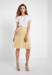 Needle & Thread - MIDI SKIRT - A-Linien-Rock - washed yellow - 1