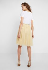 Needle & Thread - MIDI SKIRT - A-Linien-Rock - washed yellow - 2