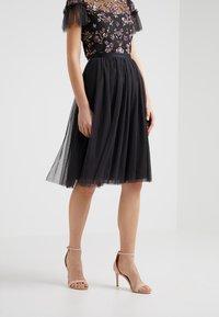 Needle & Thread - DOTTED MIDI SKIRT - Áčková sukně - graphite - 0