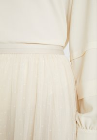 Needle & Thread - KISSES MIDAXI SKIRT - A-Linien-Rock - champagne - 4