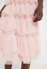 Needle & Thread - FLORALSCALLOPED MIDAXI SKIRT - A-line skirt - french rose - 3