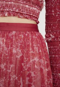 Needle & Thread - FLORAL MIDAXI SKIRT - A-linjekjol - cherry red - 5