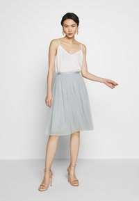 Needle & Thread - KISSES MIDI SKIRT - A-line skirt - blue diamond - 1