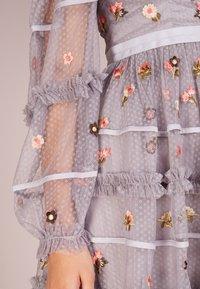 Needle & Thread - CELESTE DRESS - Cocktailklänning - vintage lavender - 4