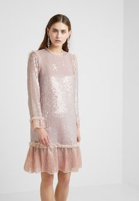 Needle & Thread - GLOSS SEQUIN DRESS - Koktejlové šaty/ šaty na párty - dusk blue - 3