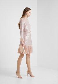 Needle & Thread - GLOSS SEQUIN DRESS - Koktejlové šaty/ šaty na párty - dusk blue - 1