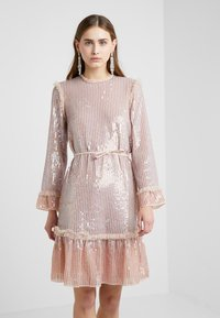 Needle & Thread - GLOSS SEQUIN DRESS - Koktejlové šaty/ šaty na párty - dusk blue - 0