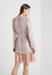 Needle & Thread - GLOSS SEQUIN DRESS - Koktejlové šaty/ šaty na párty - dusk blue - 2