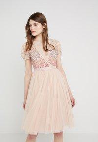 Needle & Thread - RAINBOW SHIMMER - Koktejlové šaty/ šaty na párty - rose quartz - 0